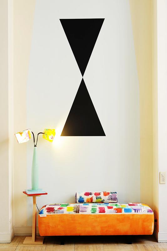 divano-dipinto-cracking-colors-e-lampada
